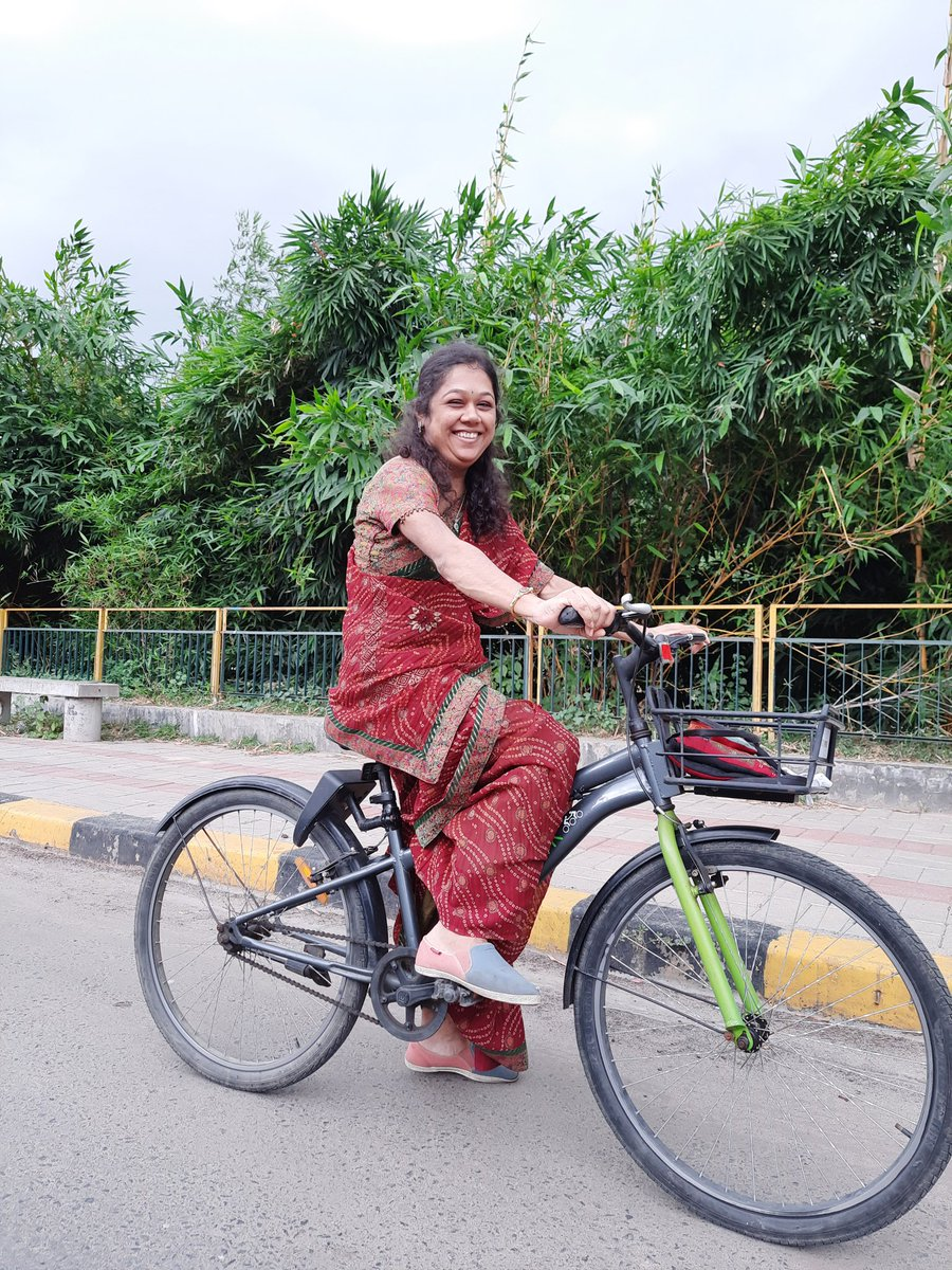 When a women cycles, a whole family cycles!  Because a women on bicycle is a very powerful thing. @aditiraval @pedalandtring @CycleNetworking @simbalian  #HappyWomensDay #Women4Freedom #InternationalWomensDay #HarDinWOMENsDay #internationalwomensday2021 #womenpower #family