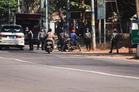 @USEmbassyBurma @UN_HRC   Happening in Thaton, Mon State; Coup attempts to monitor people's social media! Police inspecting civilians' phones on roads to arrest if one shares or posts things like anti- coup, supporting CDM & protests.  #WhatsHappeningInMyanmar  #Mar8Coup