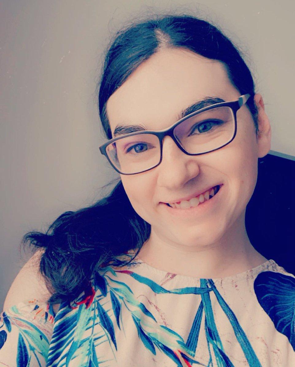 #GutenMorgen Heute ist #InternationalerFrauentag also schenkt der Welt ein #Montagslaecheln 😁 Habt einen schönen Tag & brav bleiben 😉  #InternationalWomensDay #Weltfrauentag #weltfrauentag2021 #Girl #Cute #Smile #Happy #PictureOfTheDay #Me #Selfie #IWD2021 #GirlPower #Womansday