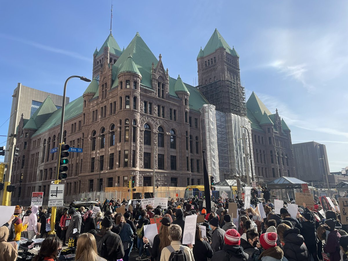 Crowd continues to grow outside Minneapolis City Hall and Hennepin County Government Center https://t.co/6iZlwM085j
