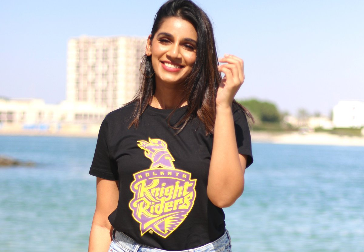 Today, be as carefree as @SanjanaGanesan   Grab your #KKR merchandise now! 💜💛Link in bio.  @Bewakoof_IN #GullyLiveFast
