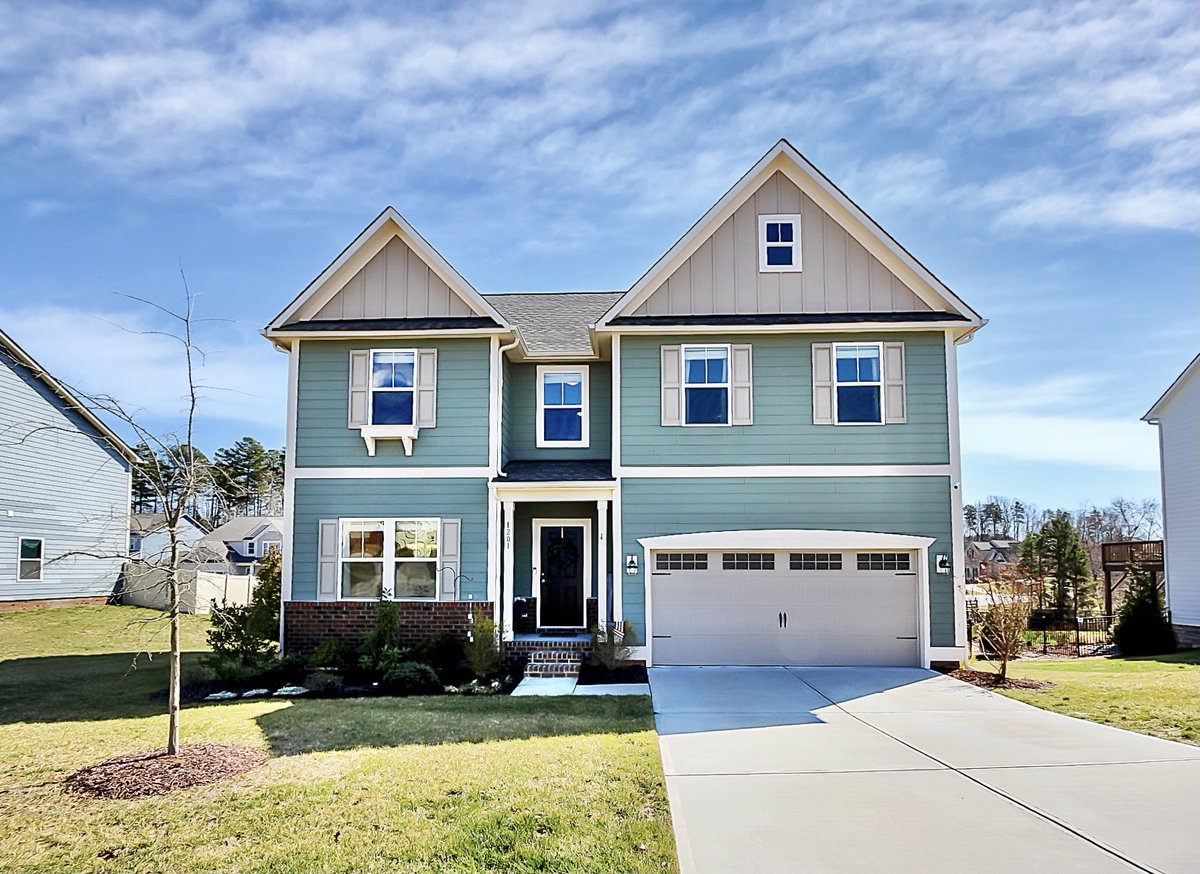 #ForSale  5 bed/3 bath 🏡 on a .31 acre #culdesaclot in #MatthewsNC Built in 2018  https://t.co/BaywEYcY6g  #yanceyrealty #ncrealtor #wanttomove #curbappeal #openfloorplan #screaltor #listingagent #justlisted #newtomarket #charlottenc #clt #queencity #qc #youcouldlivehere https://t.co/BfvzEtBKIK