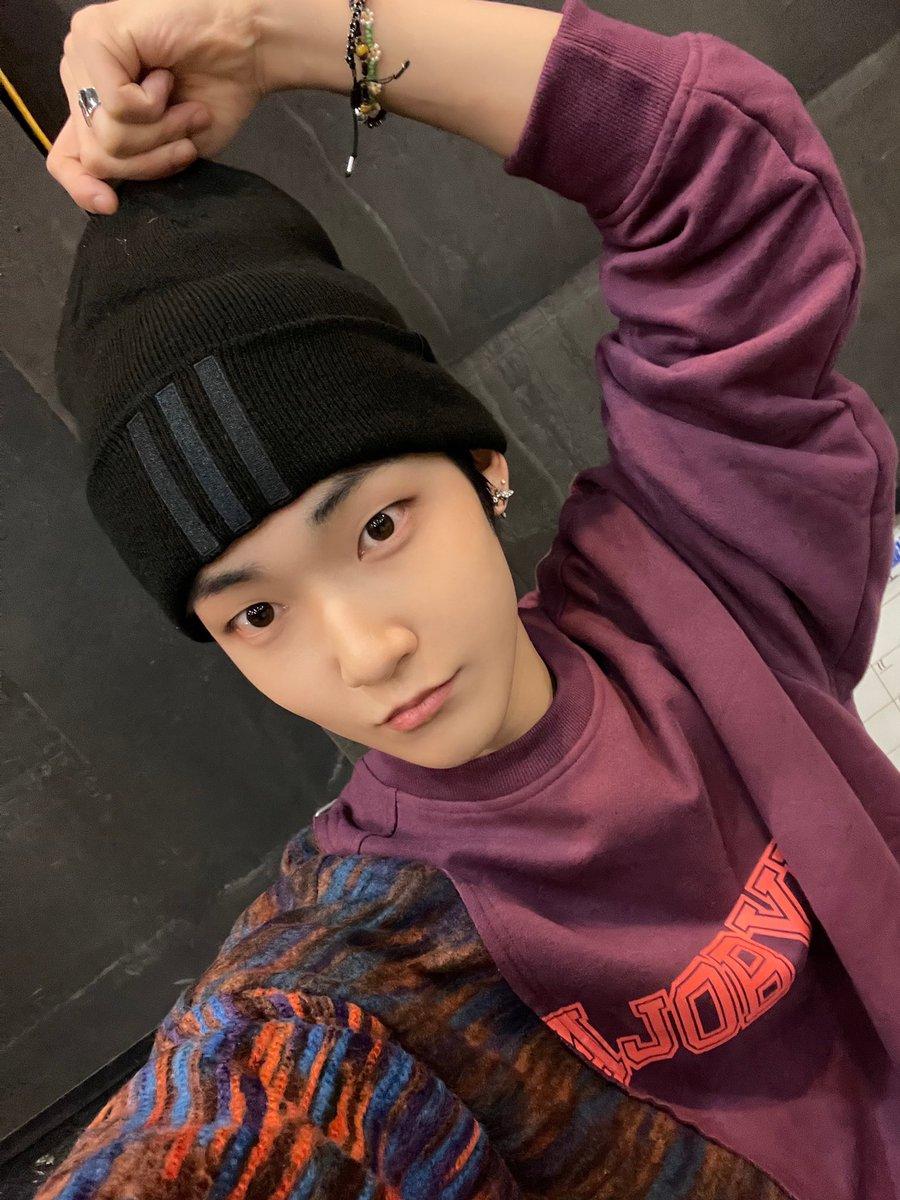 210308 Kevin The Boyz - Twitter update  AJOBYAJO - Oversized Twofold Vintage Sweatshirt [Red Purple] ₩97,200 🔗   #THEBOYZ #더보이즈 #Kevin #케빈 #Styleof_KevinTHEBOYZ