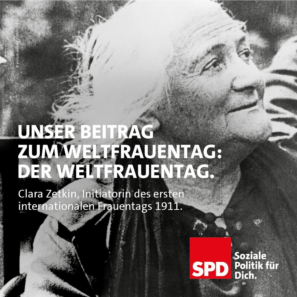 1911 erscheint in der von Clara Zetkin herausgegebenen Zeitung Die Gleichheit ein Aufruf, sich aktiv am ersten Internationalen Frauentag zu beteiligen. Eine Millionen Menschen folgen in 🇩🇪, 🇦🇹, 🇩🇰 und 🇨🇭 dem Aufruf, den sowohl die SPD als auch die Gewerkschaften unterstützen.