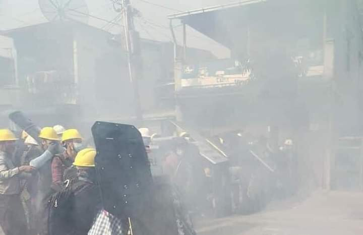 Happening in Taungoo; Tanugoo Strike is violently broken up as police used several tear gases on Mar 8. Some protesters got painful injury.  STOP SIEGE #Mar8Coup #WhatsHappeningInMyanmar