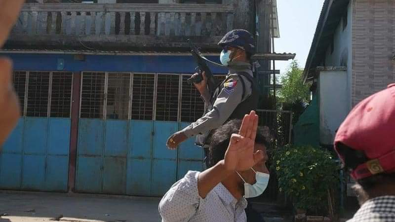 Ayeyarwaddy Region,LatPoottar:anti-coup protesters were ruthlessly shot with guns by Junta Terrorists. More than 10 civilians were injured. Junta was waiting for the time when the protesters dispersed so they could easily shoot.#WhatsHappeninglnMyanmar #Mar8coup #R2PforMyanmar
