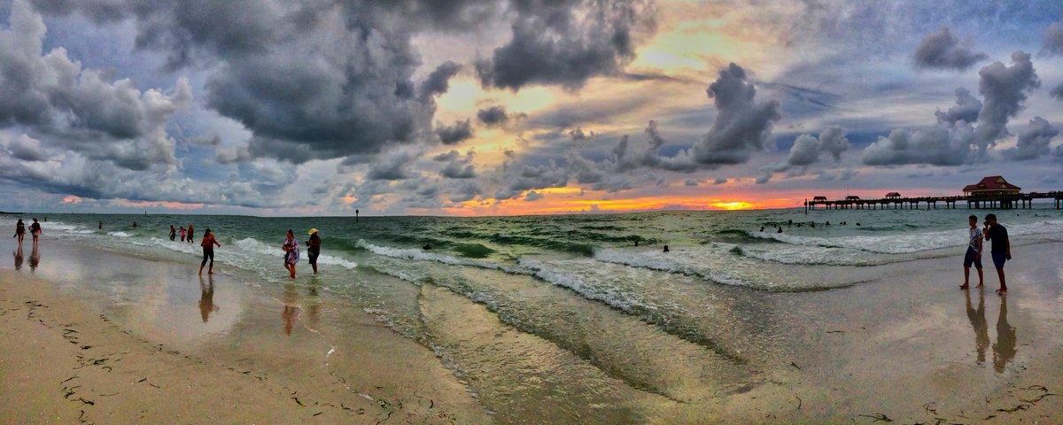 Clearwater Beach, Florida #Ny #photography #photo #art #Cny #MondayMotivation #Mondaythoughts #outdoor #beautiful #nature #naturelovers #NaturePhotography #photooftheday #water #Amazing #WOW #JandAPhotgraphy #TrendingNow #Trending #beach #ClearwaterBeach #water #Ocean #sunset