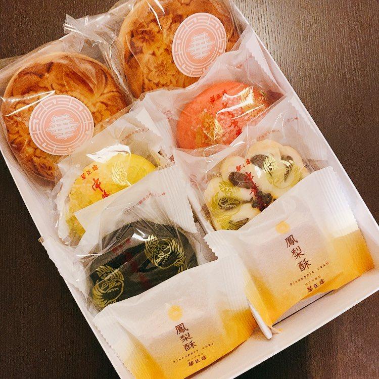 私から長年の友人ズに焼き菓子を贈ったらお返し貰った!(結果、お菓子交換だね😙) 中華菓子とオシャレ紅茶&チョコって最高すぎ💕