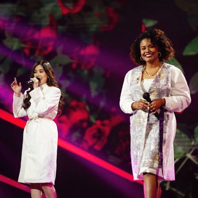 Pembukaan duet yang sempurna lewat lagu Anganku Anganmu Melissa oleh Melissa bersama Jemimah nih! Setuju ga mereka keren banget malam ini?😍  Yuk, beralih internet kamu pakai @smartfrenworld #UnlimitedBisaSemua #MalamJadiExtra #IdolAnewChapter #HomeofTheIdols #NonstopJadiIdola