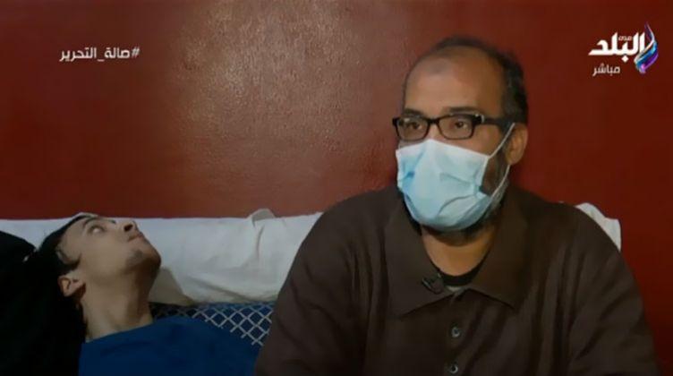 بوابة الوفد والدة الطفل المصاب بضمور في المخ لساني عاجز عن شكر الرئيس السيسي (فيديو)