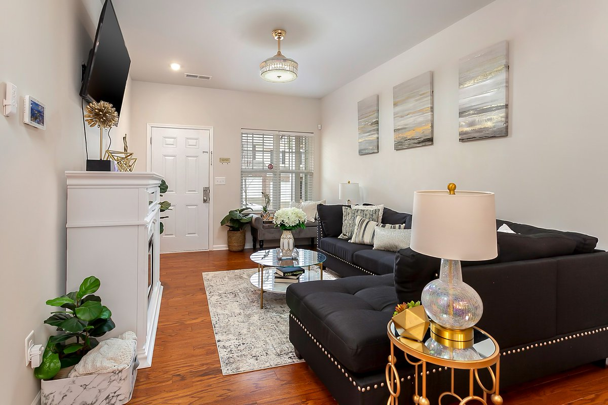 #ForSale: This 3 bed/2.5 bath #townhome was built in 2020, and features upgrades throughout!  https://t.co/3lHReNePV1  #yanceyrealty #youcouldlivehere #wanttomove #homeowner #listingagent #curbappeal #newconstruction #charlottehomes #clt #clthomes #charlottenc #queencity #qc https://t.co/gG9fJI7A4s