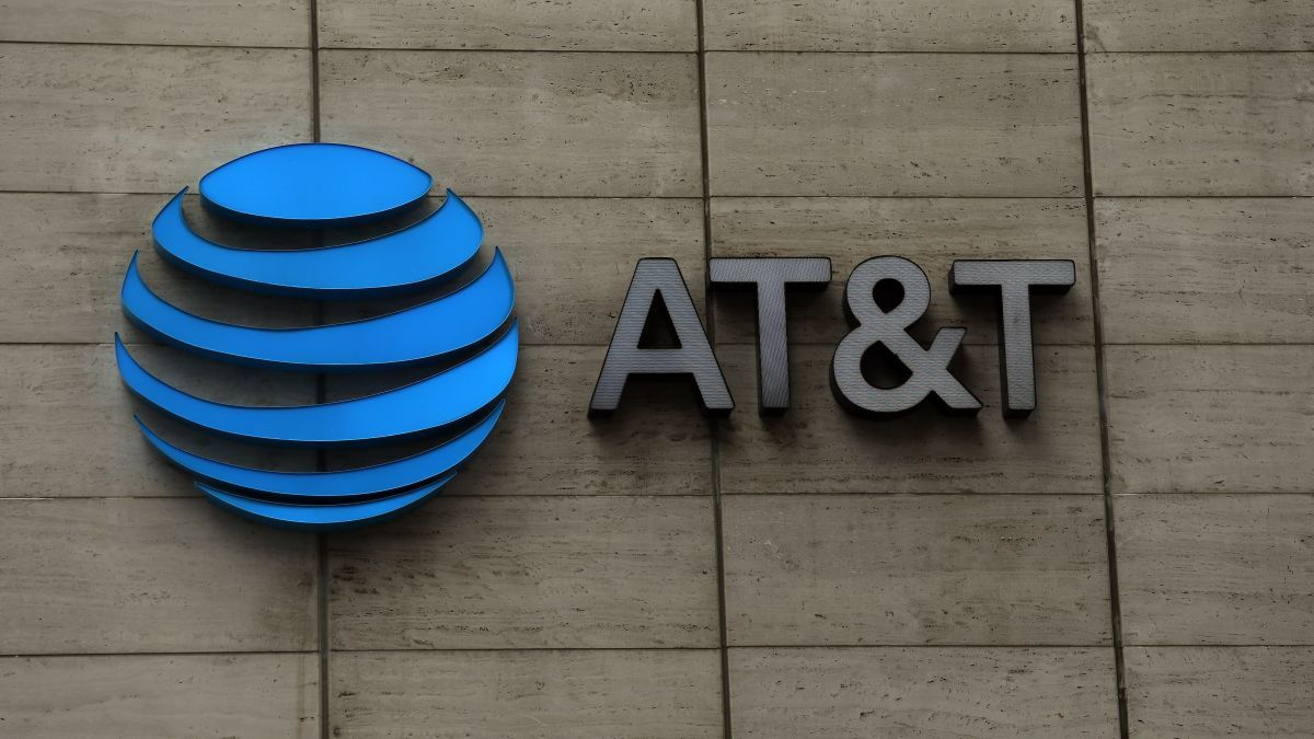 @ATT  ( $T)is said to be very close to a deal for a minority stake in @DIRECTV ( $DTV)  AT&T bought DirecTV for $49 billion back in 2015, and it's possible the company had hoped to scrape some of that back. #trade #business #newsnow #finance #shares #stock