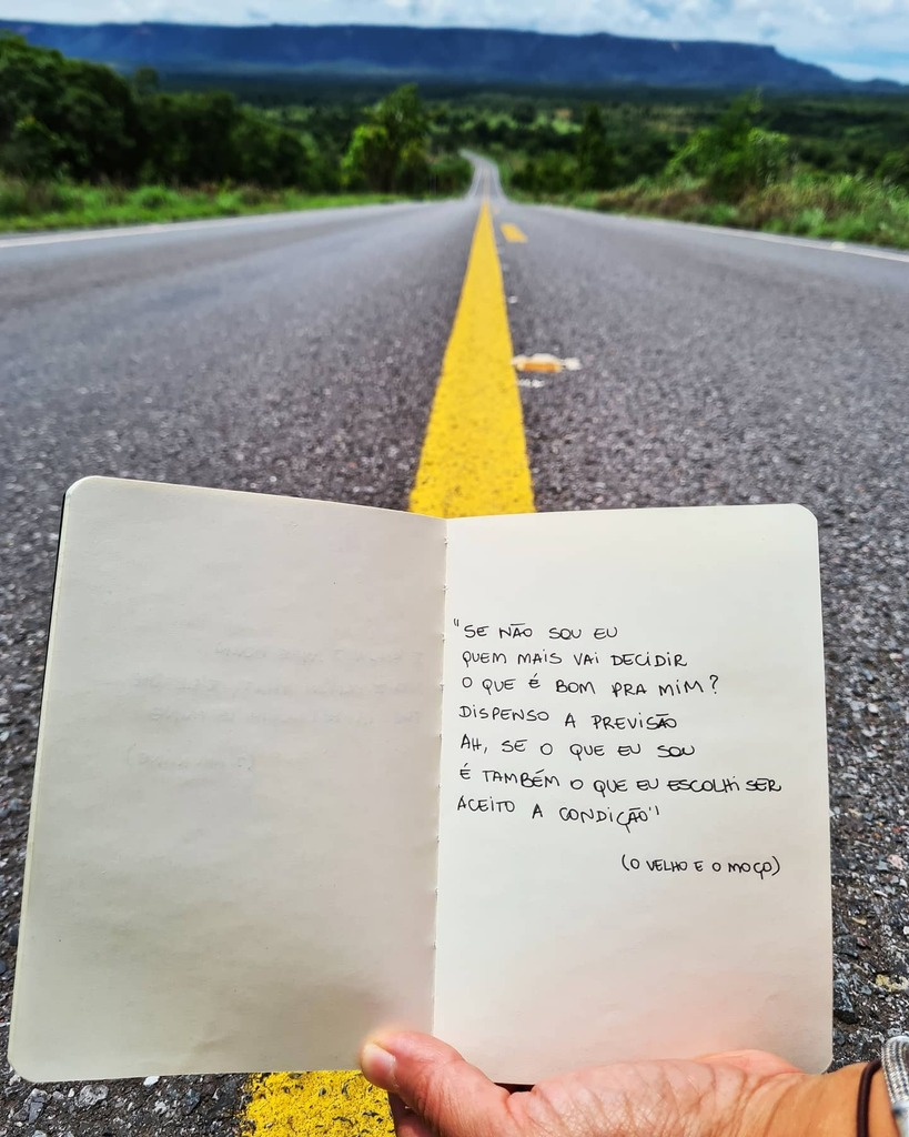 Inspirações de viagem. . . . . . . . . . @loshermanos @marcelocamelo @_rodrigo_amarante  #frases #quotes #frasesinspiradoras #frasesdemusicas #citações #musica #music #brasil #tocantins #serrasgerais #naestrada #ontheroad #natureza #vidasimples #vidaleve…