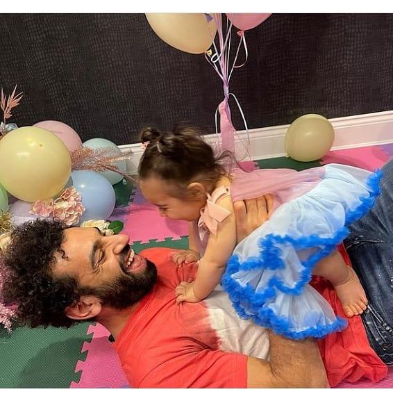 محمد صلاح ينشر صورة جديدة له برفقة أبنته كيان صدى البلد البلد
