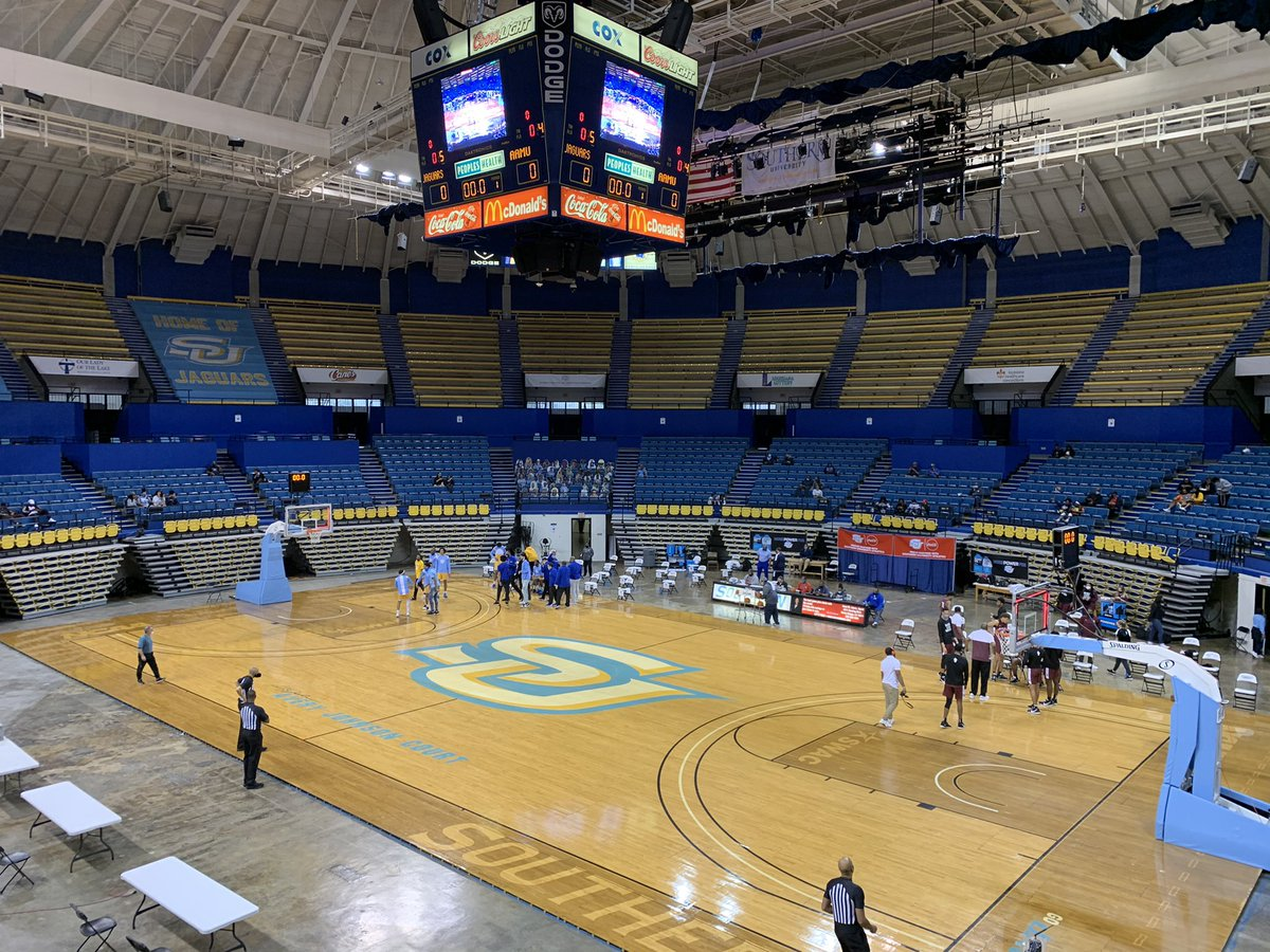 RT @ReggieChatman: Middle of the day basketball in the Minidome  #Southern and Alabama A&M about to get going. @WBRZ https://t.co/51fTZ6GASC