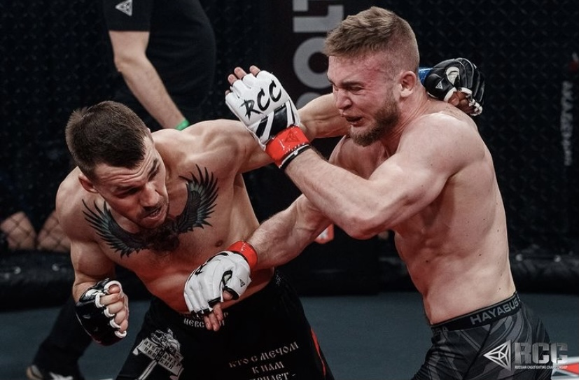Ilya Yerastov managed to capture the back of Alexander Gorbunov and transfer him to the parter. Ilya made a few attempts into suffocating reception, but Alexander managed to get out of dangerous situations. He won a separate judge's decision #RCCIntro #RCC_mma #mmatvlive #mma
