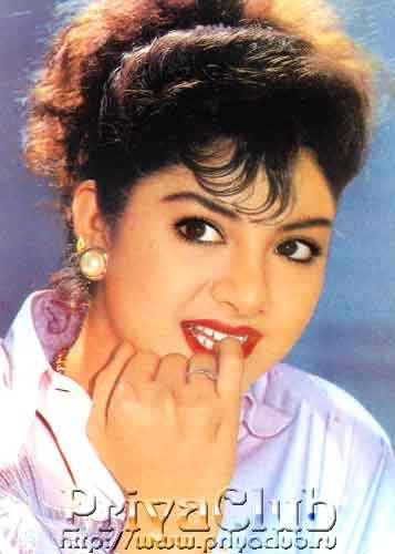 Happy birthday divya bharti love u    such a cute , gorgeous and beautiful girl . Innocence is ur USP