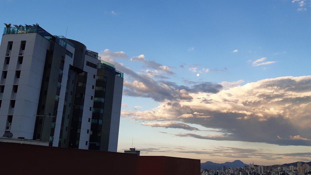belo horizonte de tardinha #brasil #windowphotographer #clouds #nofilter #inthesky #themoon