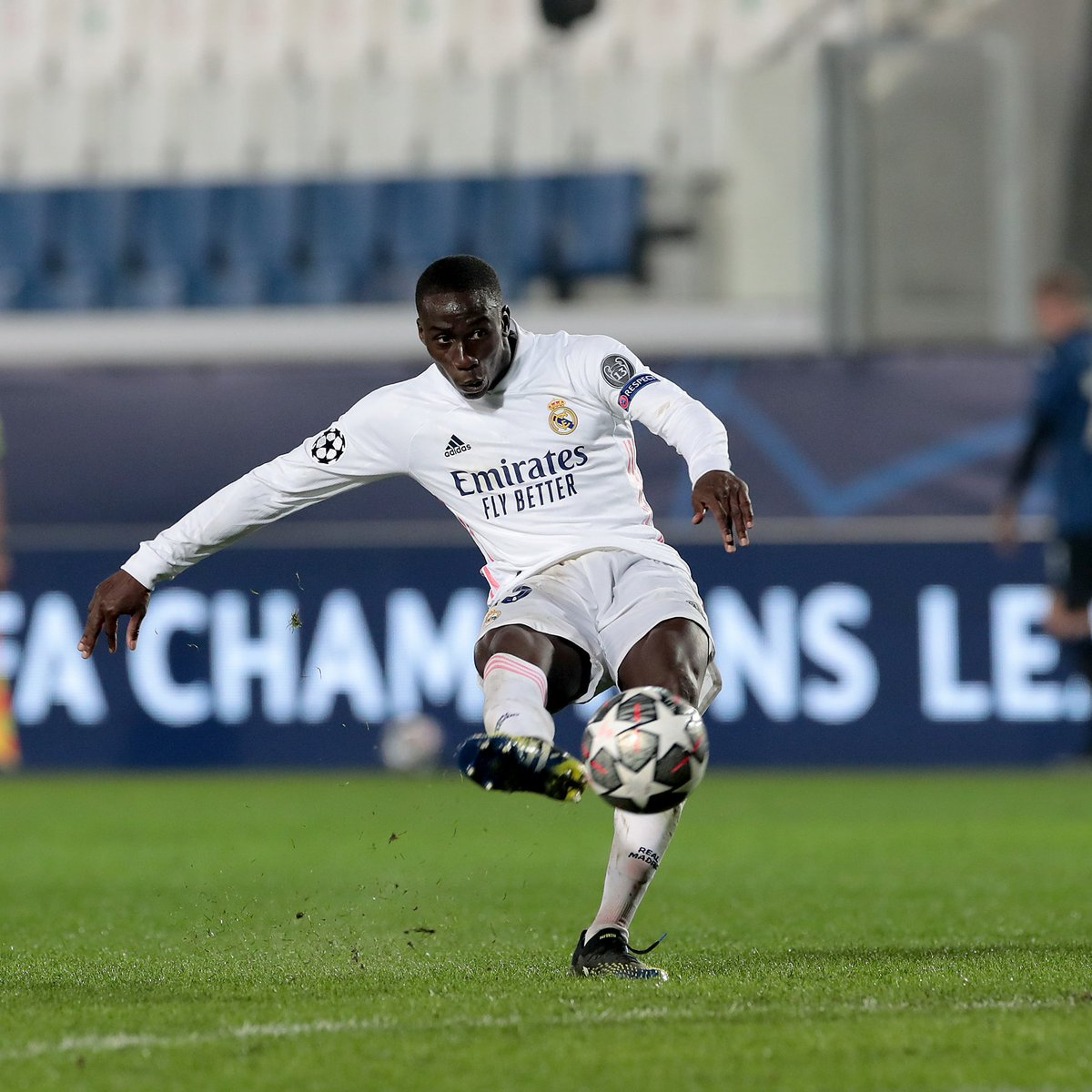 📸 Real Madrid left-back Ferland Mendy breaks the deadlock with his right foot ⚽️  #UCL