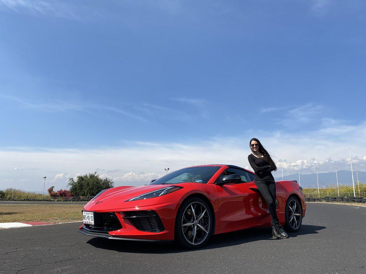 Por aquí recordando los ganadores a mejores autos del año. Y el ganador a mejor deportivo del año fue el legendario Chevrolet Corvette! @ChevroletMexico Maquinota!  Les dejo el video por si no lo han visto https://t.co/psx8mvkSMG https://t.co/qAkI1fplJu