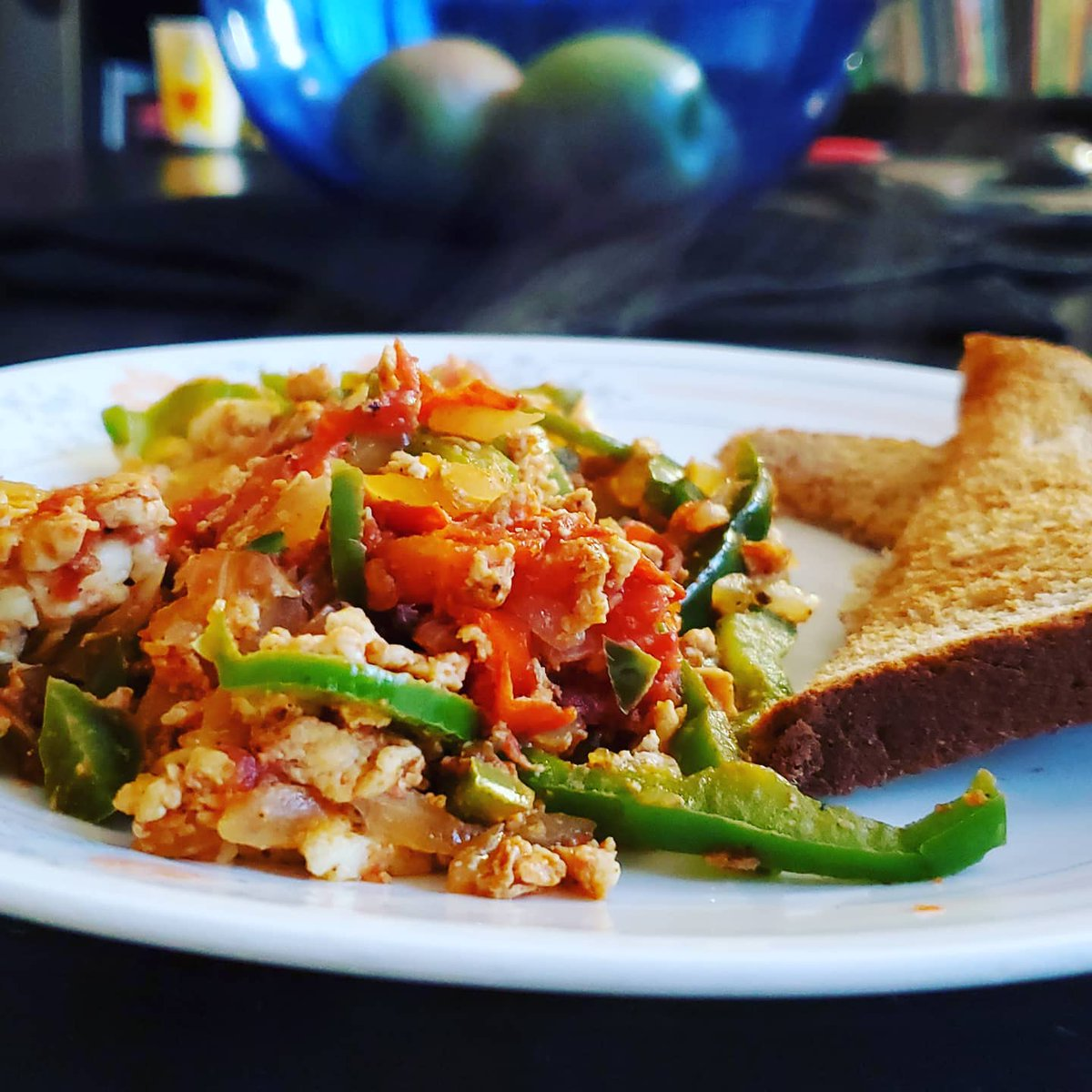 Egg white scramble with green bell peppers, garlic, onions, jalapeños, tomatoes and a side of whole wheat toast.  24g protein 23g carbs 5g< fats  #ovotarian #eggs  #eggwhitesandveggies #onions #greenbellpepper #garlic #healthy #wholewheat #toast #tomatoes🍅