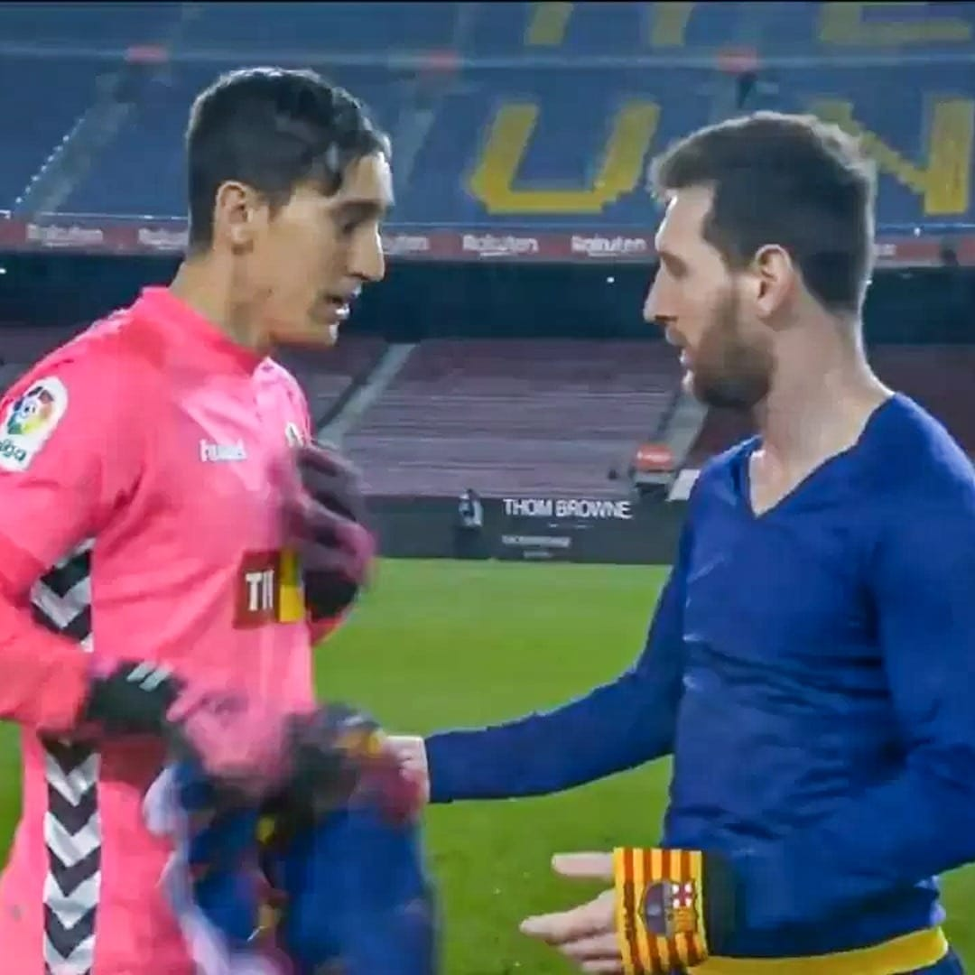 Messi leaves Edgar Badia inarticulate when the 29-year-old Spanish goalkeeper was asked for his match jersey! 👕  #lionelmessi #messi #ElcheBarca #BarcelonaElche