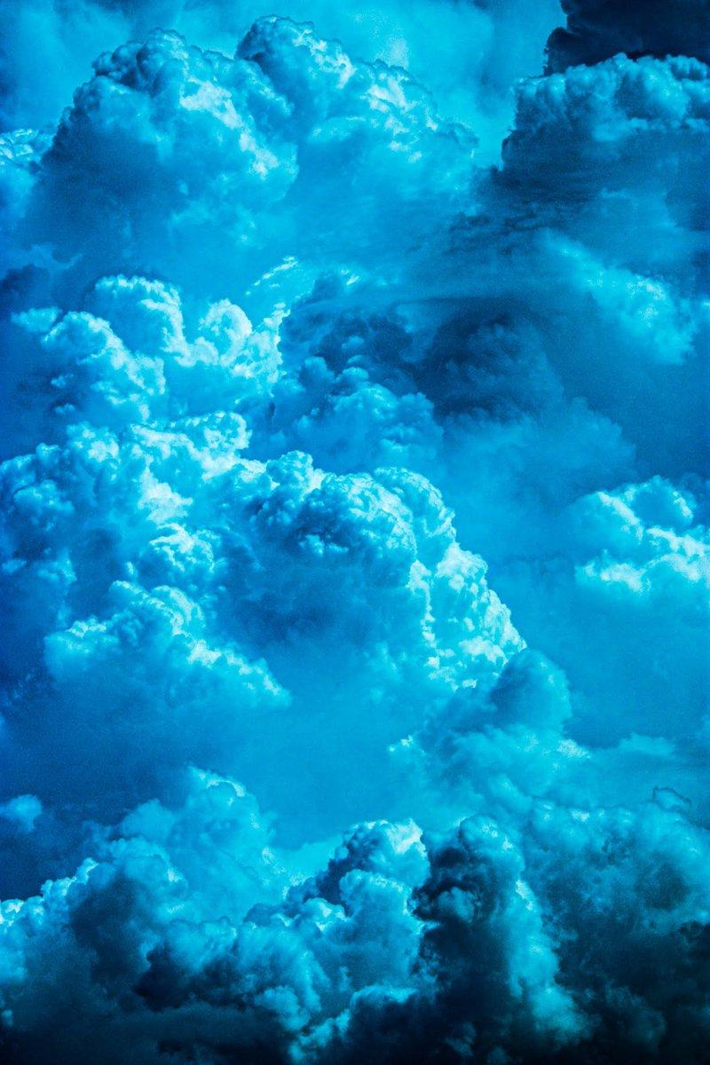 もはやマッターホルンみたいに見えてきた #sky