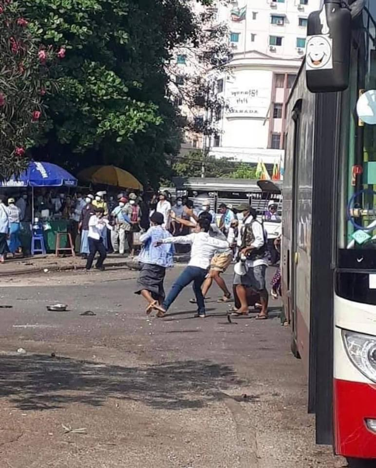 Thetmadaw military supporters are violent now in Sule Yangon ! They are attacking Innocent protesters and throwing rocks to civilians.They even carried sliver sticks ,knifes and sharp weapons with them🚨  Confirmed source- (those people  got paid 4USD ,5000 Myanmar kyats per day)