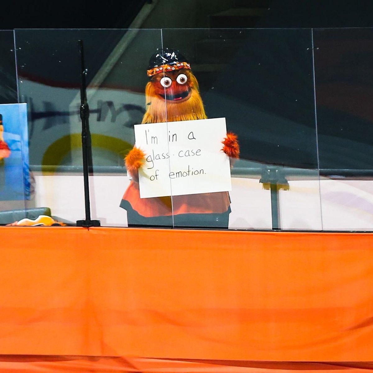 Replying to @NHLFlyers: please do not tap on the glass.   #AnytimeAnywhere   @GrittyNHL