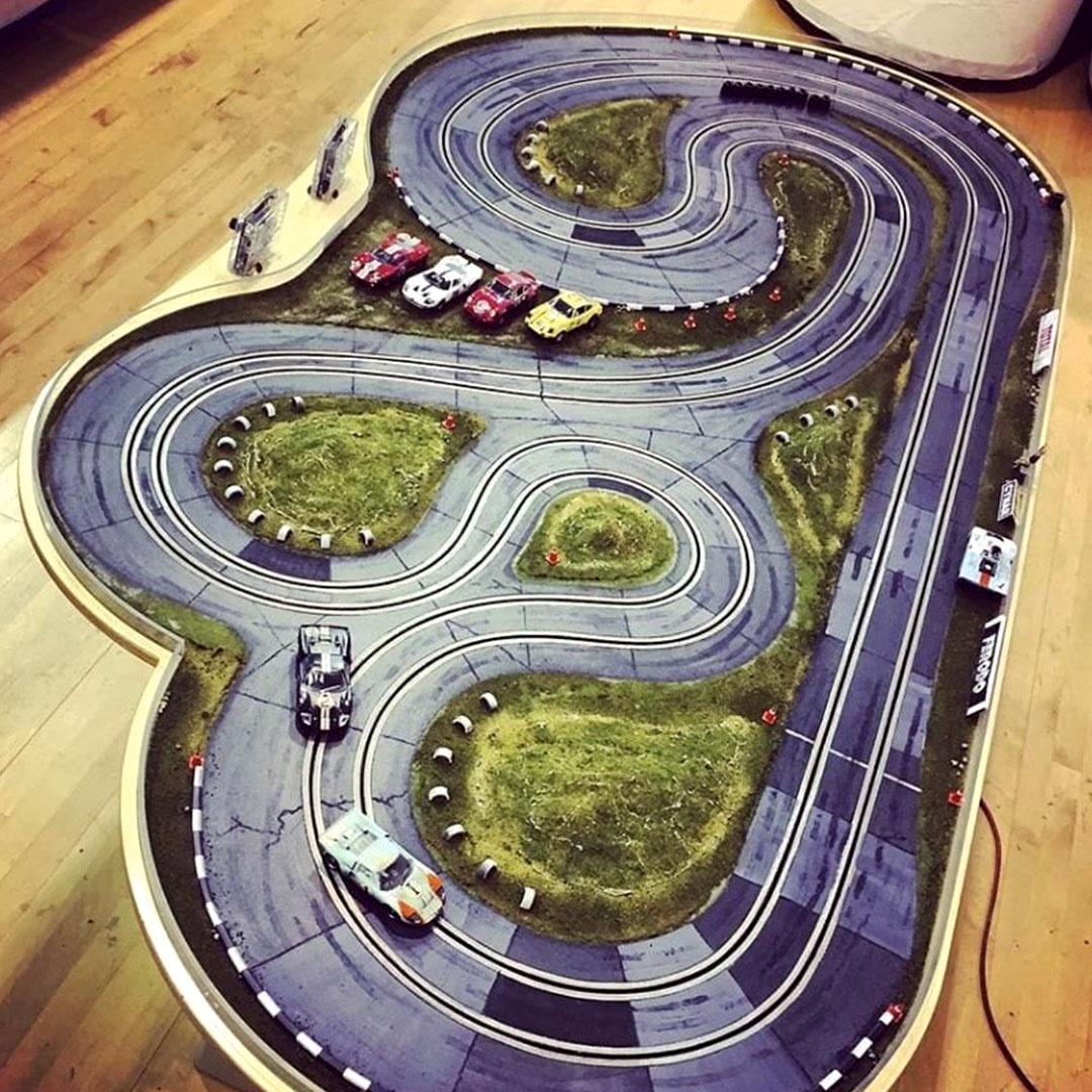 With @WoodlandScenics you can transform your slot car set. Would you make your set look like a race track surrounded by grass or would you make it be a winding road through the hillside? https://t.co/tgucTPa38e
