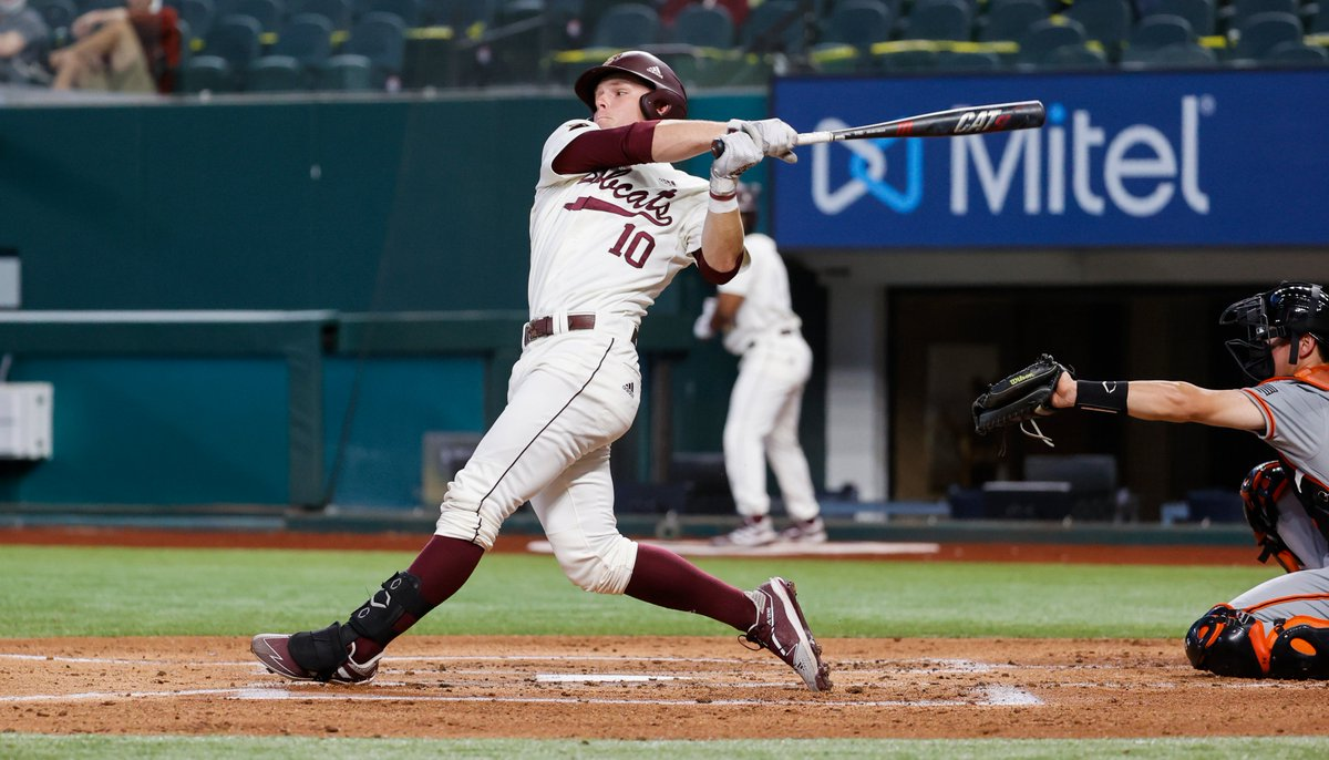 Recap | @jt_thompo drove in 3 runs including the eventual game-winning runs as the Bobcats take down the Bearkats at @GlobeLifeField. 🔗: bit.ly/2NBxAze #EatEmUp #ComebackStrong #SunBeltBSB