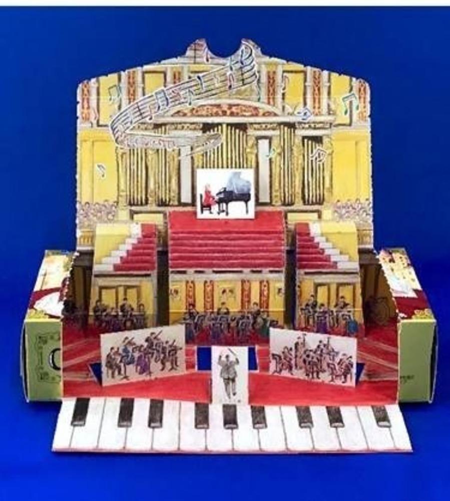 チョコパイの新作『ザッハトルテ』の箱がすごい!組み立てるとモーツァルトの世界観が表現されたジオラマに変身!