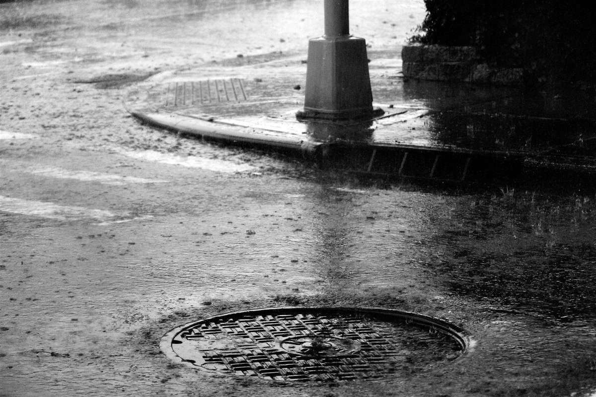 #RainOnMe #photographer #photographyislife #NY1PIC #pictures #blackandwhitephotography #Art #NYC #Photography  #streetphotography #snapshot