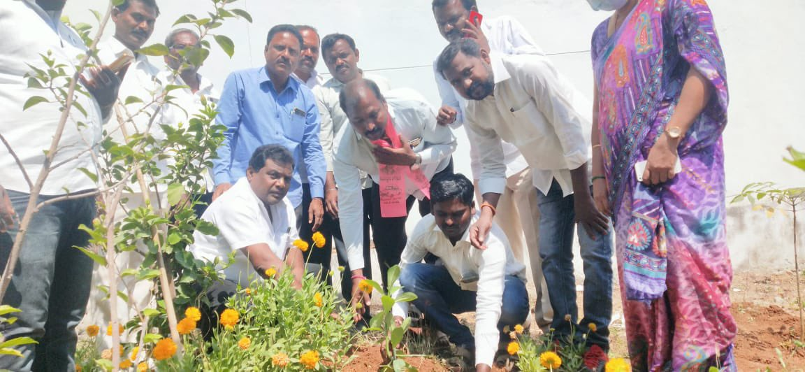 Thank you so much Hon'ble MLA @dasari_manohar garu for bracing #GreenIndiaChallenge and kudos for your call to your constituency people to participate in #GIC 🌱🌱🌱.