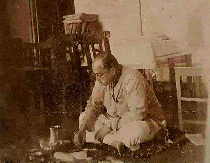 A rare picture of the Great Leader. #NetajiSubhasChandraBose @anujdhar