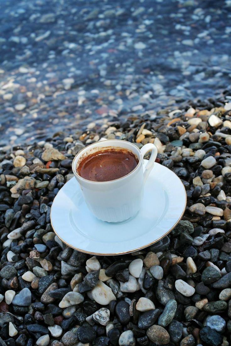 Guten Morgen meine süßen Honigbrote ☕ Liebe Grüße aus dem chaotischen Wohnzimmer/Büro. Habt einen wunderbaren Donnerstag. Haut rein 🤘 #GutenMorgen #goodmorning #GoodMorningTwitterWorld #GoodMorningEveryone #goedemorgen #bonjour #Buongiorno #kaffee #coffee
