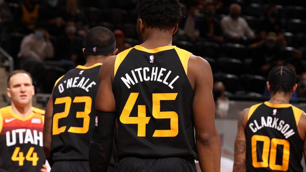 🎷 Jazz Çok Rahat 🎷  Los Angeles Lakers karşısında sahadan 114-89 galip ayrılan @UtahJazz'de altısı çift haneli sayılarda olmak üzere toplam 12 oyuncu skora katkıda bulundu. Ayrıca ev sahibi ekip, takım halinde 22 üçlük isabeti buldu. #TakeNote