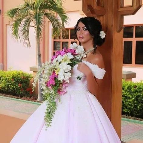 من تصاميمي بوكيه الورد واكسسوار الشعر وسلسلة من اللؤلؤ    #wedding