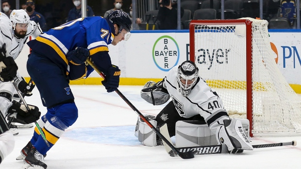 Petersen helps Kings beat Blues for sixth straight win.  MORE: