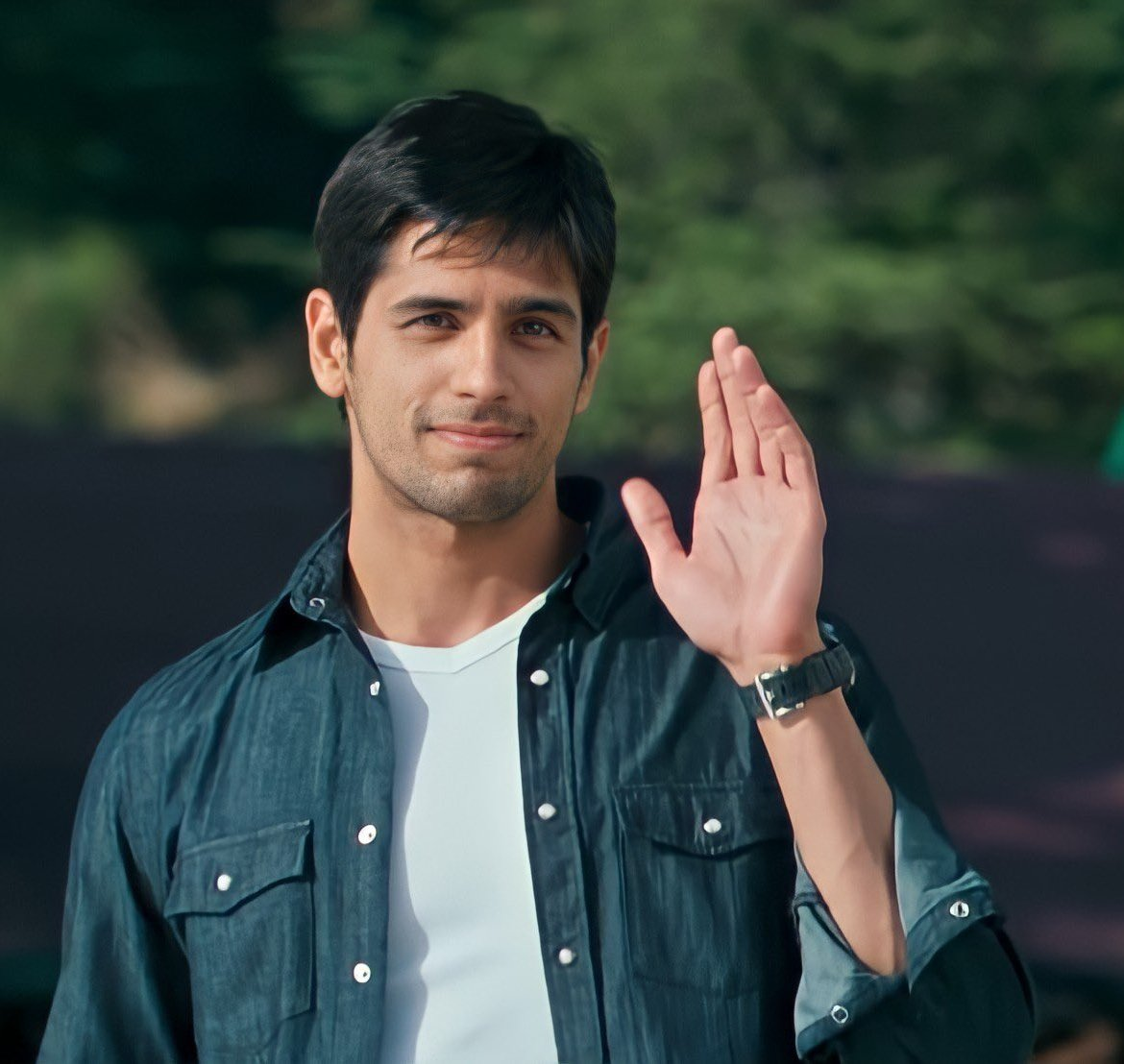 hey sidians follow me & get within  follow back 🤍  wan t a such much #TwitterFriends  n sid family /   any sid group.? here  #SherShaah @SidMalhotra