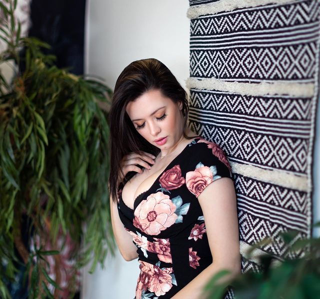 @Aje08473588 @NYMag I am looking for a person who can shoot Just a video  of 20 Seconds for me in Mobile Horizontally. I will Pay her 500$ for this video Clips in Bank Account / Paypal / Payoneer or Any Other. Please let me know and I will give you  more details. Please DM Me. #Lakers #Halle #RHOSLC