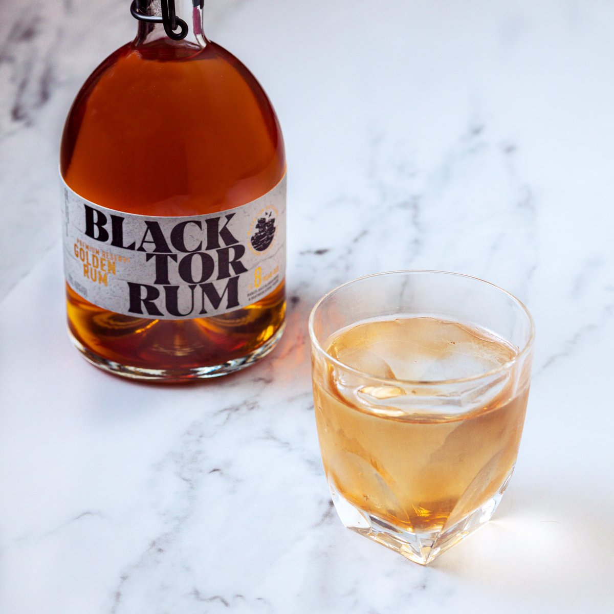 Best served on the rocks. Discover Black Tor Premium Reserve Golden Rum from the wild foothills by ordering online with nationwide delivery in 1-2 days. blacktorrum.com/product/premiu… #rum #sippingrum #Dartmoor #DevonRum