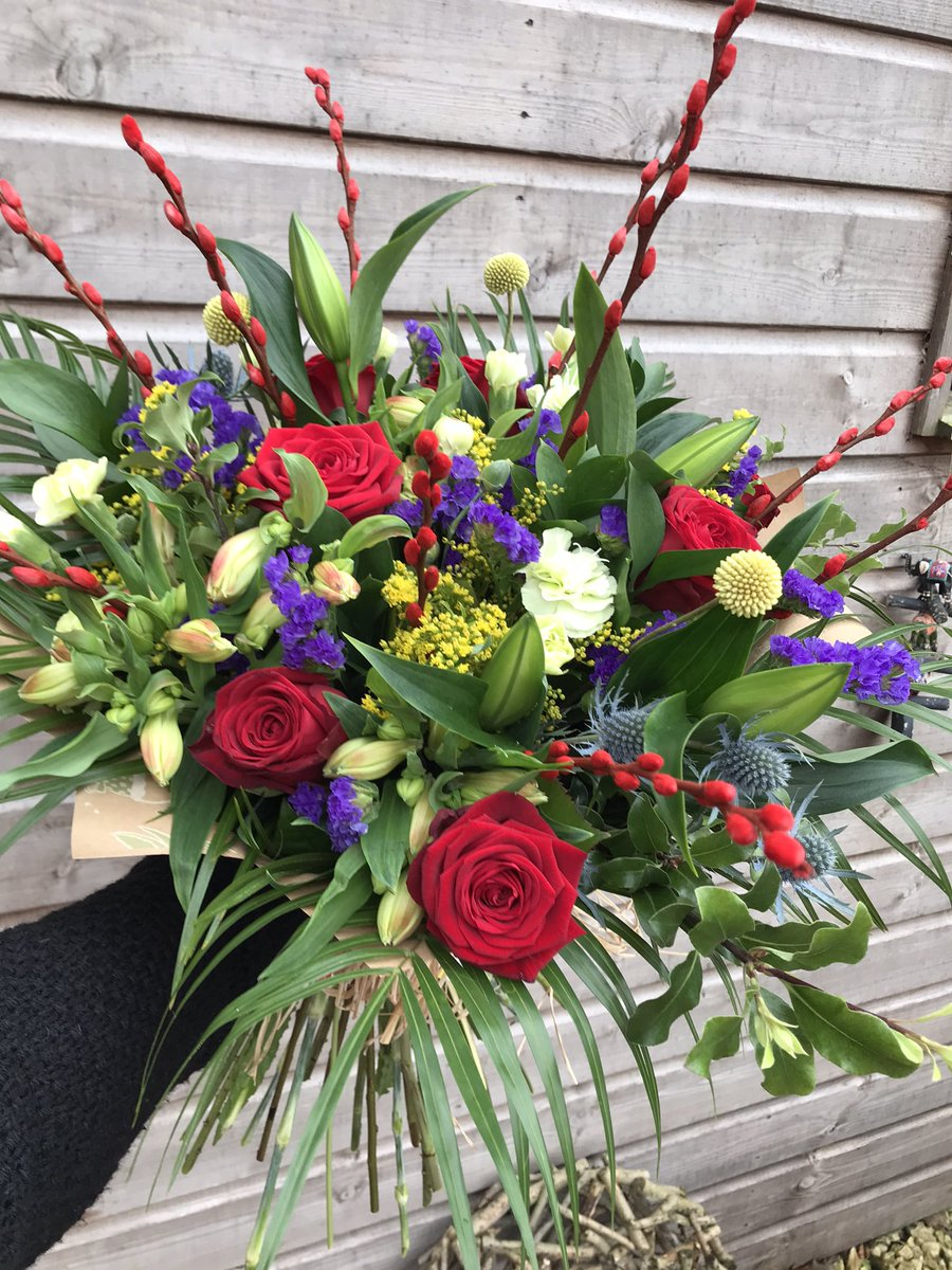#MothersDay is fast approaching, call or message me to order your flowers now! 💐 #handtied #thursdaymorning #freedelivery #countryflowers #dumfries