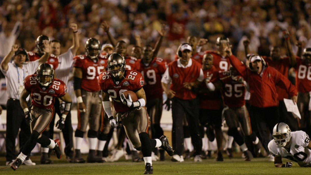 No seu 1o título, os #GoBucs tiveram na defesa estrelada por Derrick Brooks e Warren Sapp o grande trunfo: o melhor desempenho na regular season de 2002 em pts. cedidos, apenas 196.  196 dias nos separam da nova temporada da #NFL!  #nflnaespn #nflbrasil #NFLTwitter #nflfoxsports