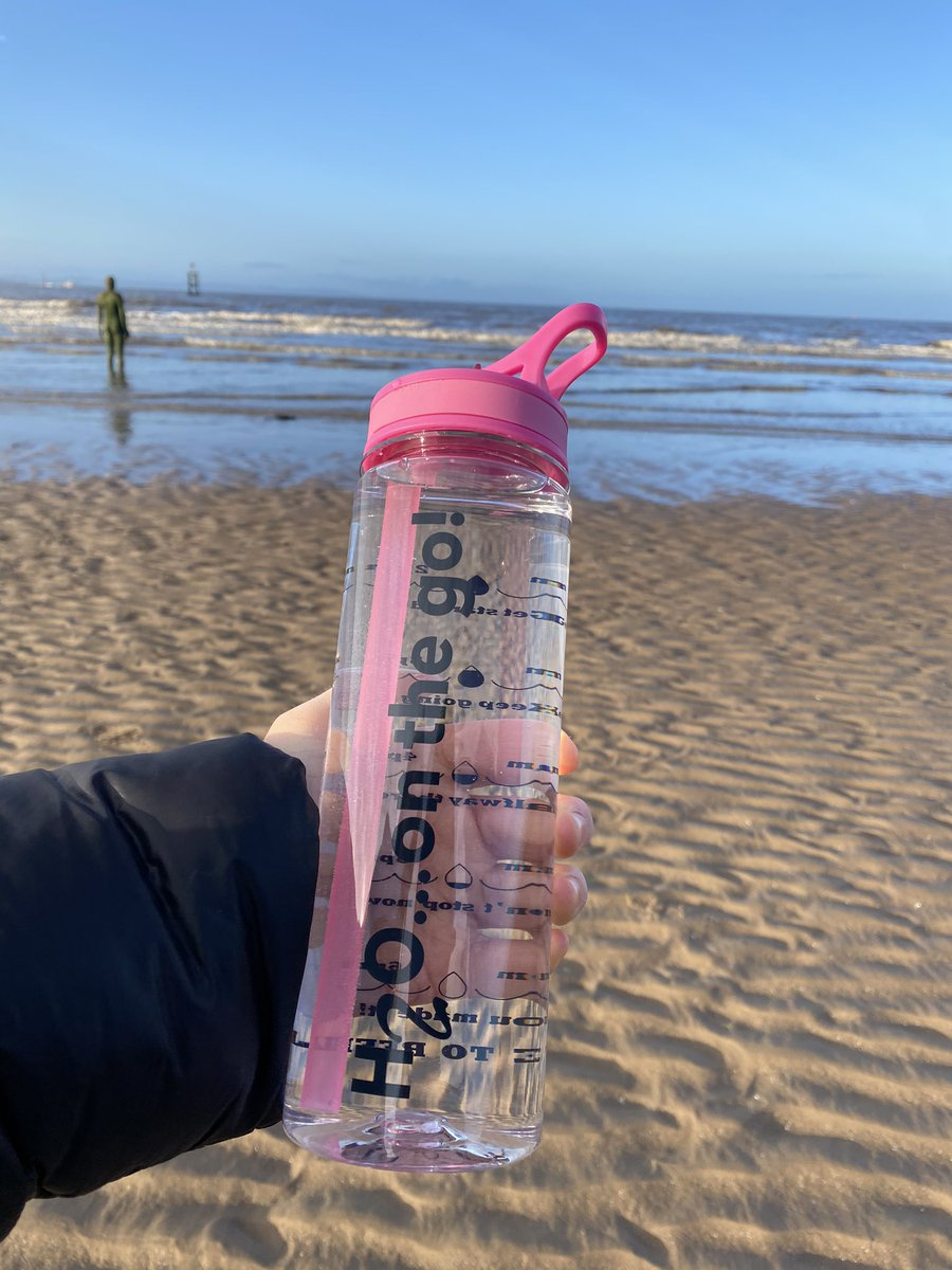 #morningwalk at the #beach fuelled by #alkalinewater 💦🏃‍♀️💪  DM for more information