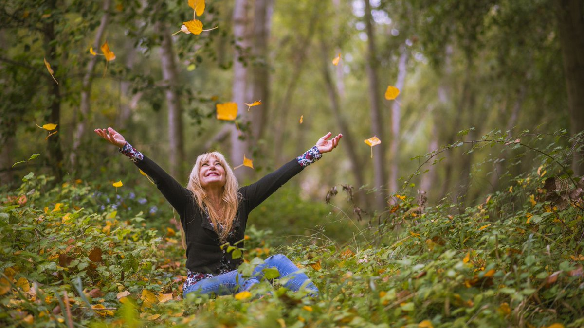 """""""Happiness is not something you postpone for the future; it is something you design for the present."""" Jim Rohn Don't miss opportunities - live life to the full and get as much out of it as you can 😍 #ThursdayThoughts #quotes #inspiration #happiness"""