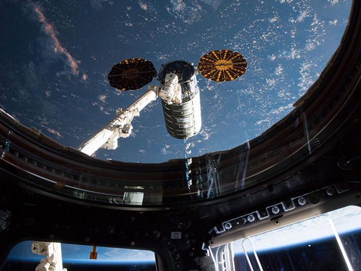 Thales Alenia Space celebra dos logros para el programa #Cygnus:  ✔️La ampliación del contrato para 2 futuros módulos  ✔️El lanzamiento exitoso de la 15ª misión de carga  @Thales_Alenia_S #ISS