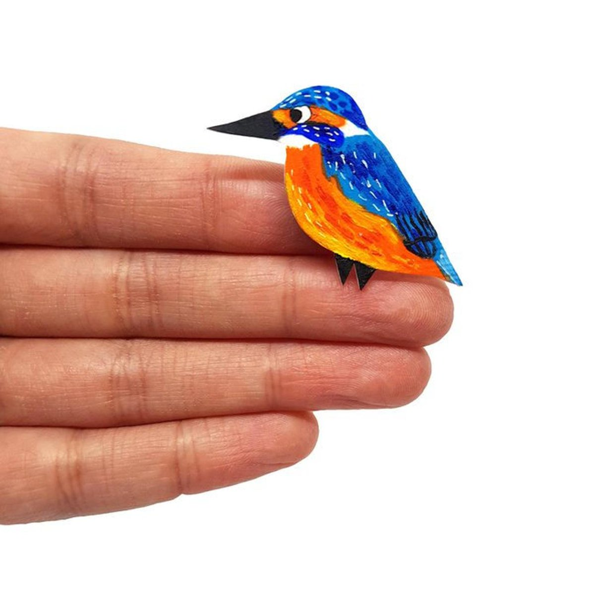 Good morning #elevenseshour How are you? I am busy restocking my shop and it includes this beautiful kingfisher badge. More birdies in stock.  #etsy #handmade #shopsmall #thursdaymorning #thursdayvibes #gifts #nature #kingfisher #bird #badge #jewellery