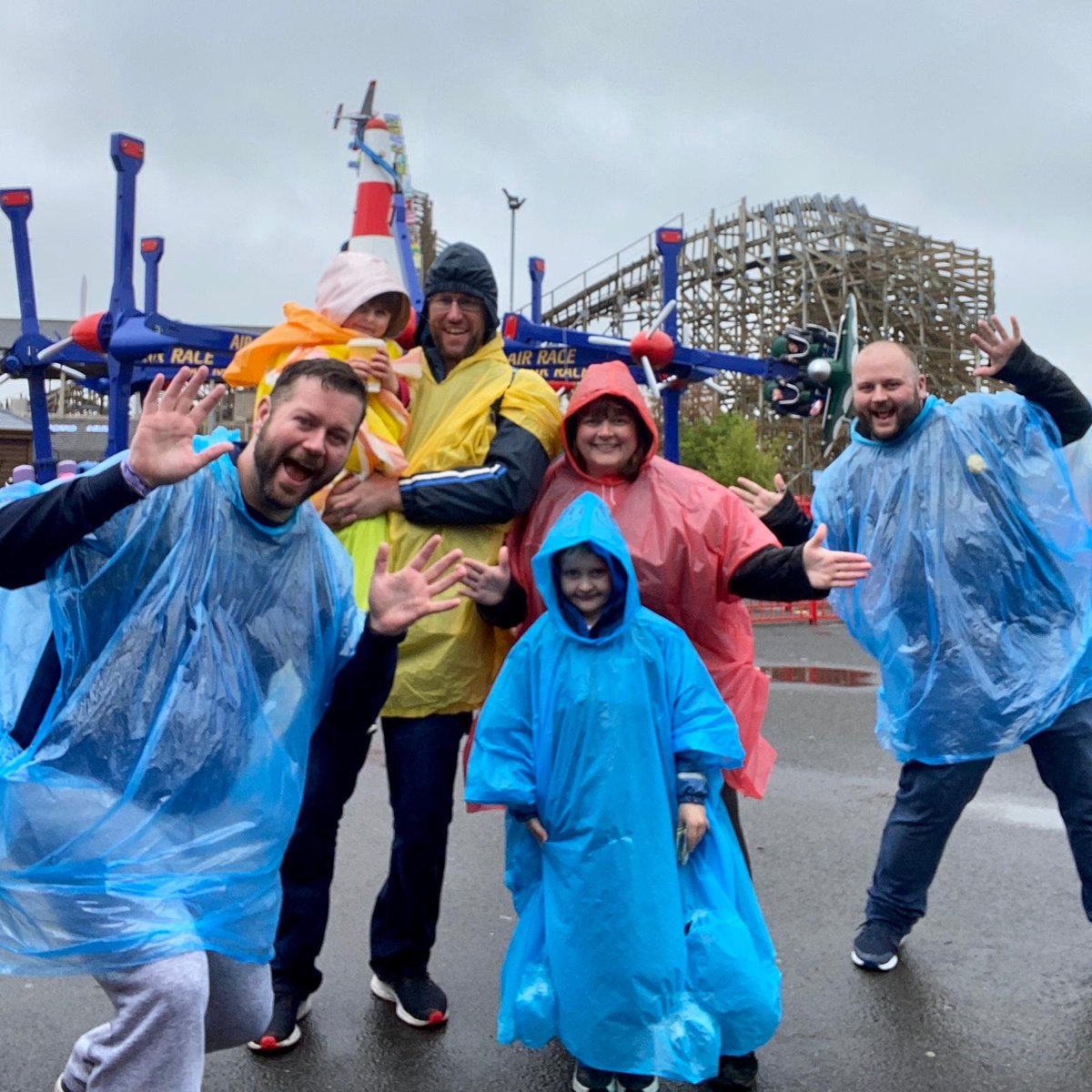 @taytopark The rain didn't hamper us last June on our trip to Tayto park #rainonme #ponchoready #taytopark @tinydavyq @quinlivan 💚