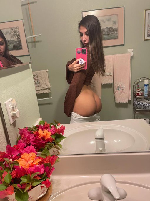 1 pic. my ass was looking perfect which picture do you like better?   Join my onlyfans and let me know